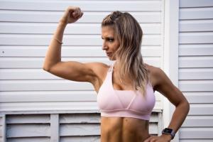 """""""基礎代謝""""を上げ、""""痩せやすい体""""を作る筋トレ3選と体型維持法を解説"""